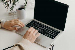 Comment trouver ses premier•es client•es en tant que thérapeute ?